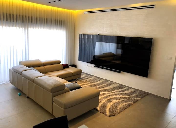 Awesome apt near Matam business center. Neot Peres