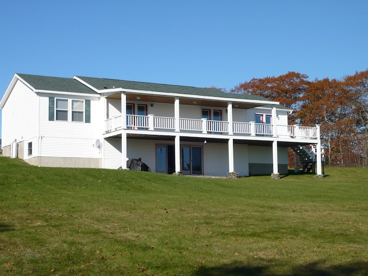 Searsport WATERFRONT home with beach access!