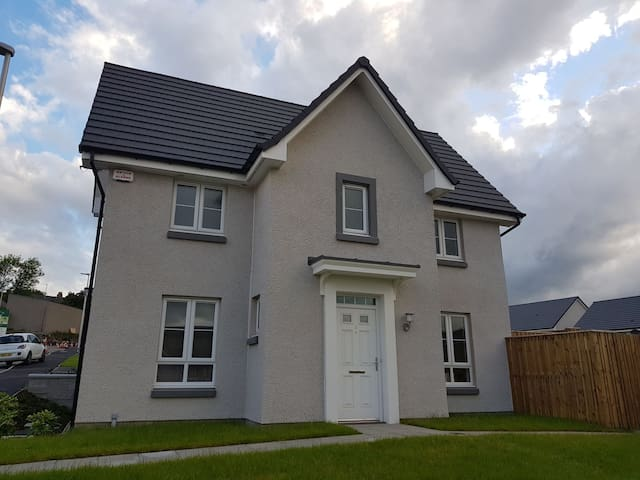 Bright clean new build house with private bathroom