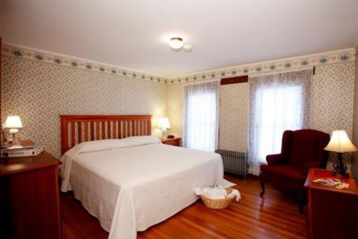 The Morgan House Room 304/305