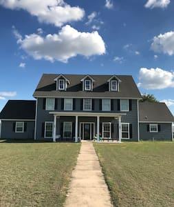 Waco, Texas Area Farmhouse B&B, Farmhouse Suite