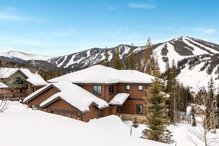 Private Mountain Lodge - 2 Townhomes w/ 2 Hot Tubs