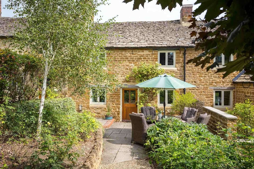Welcome to Rambling Rose Cottage!