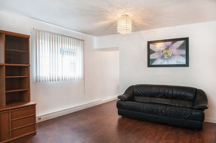 Capitol Hill N.Burnaby, 2 bdrm suite - Burnaby - Apartment