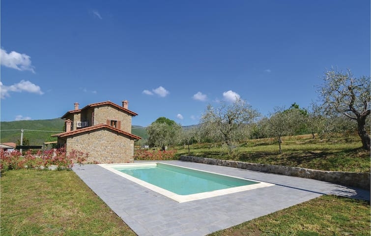 Holiday cottage with 3 bedrooms on 120 m² in Cortona -AR-