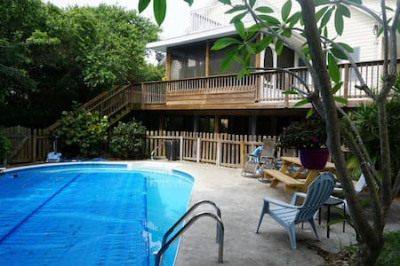 Private 4/2.5 Pool Home Steps From The Beach - Melbourne Beach - Casa