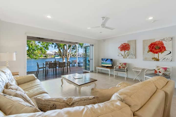 Noosa Entrance 3 bedroom Deluxe Townhouse