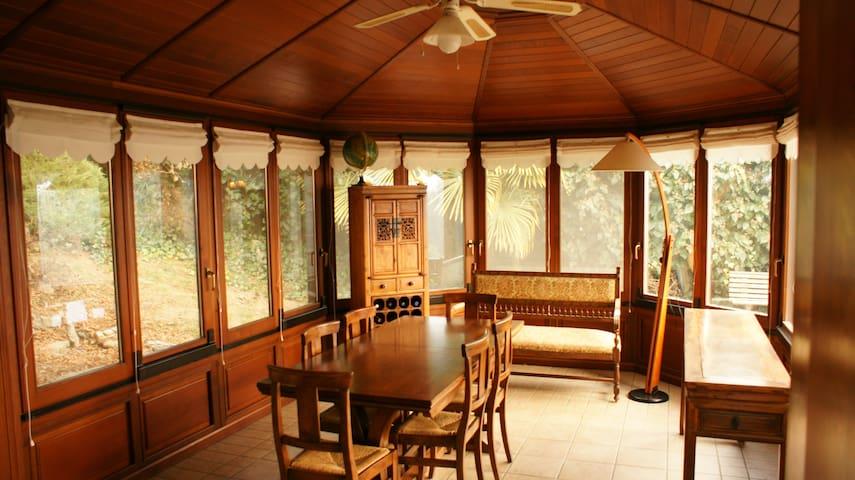 Camera/bagno privato in splendida villa nel verde