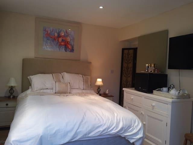 Cotswold France Lynch Annexe bed & breakfast