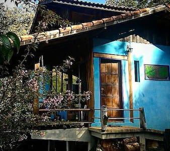 """Casa turquesa da montanha"" - Visconde de Mauá - กระท่อม"