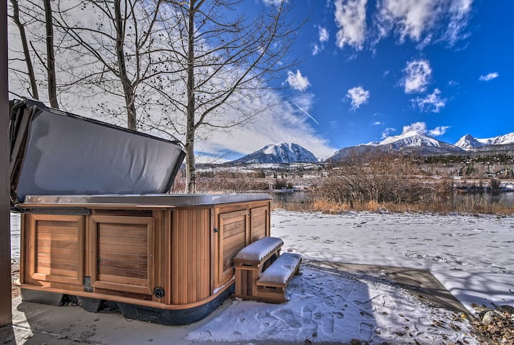 Mountain-View Townhome w/Hot Tub, <15 Mi to Breck!