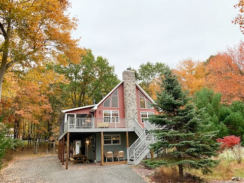🌟Lake View Chalet 🌟Steps from Beach🌟Renovated🌟