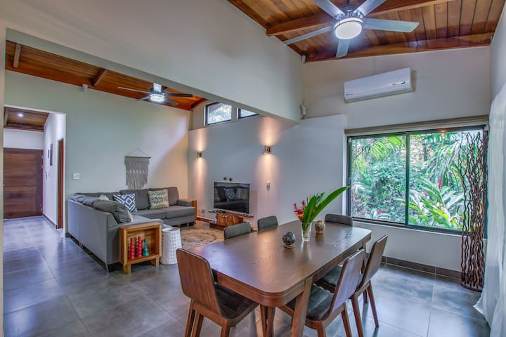 Prime location steps from the sand, Casa Pacifica