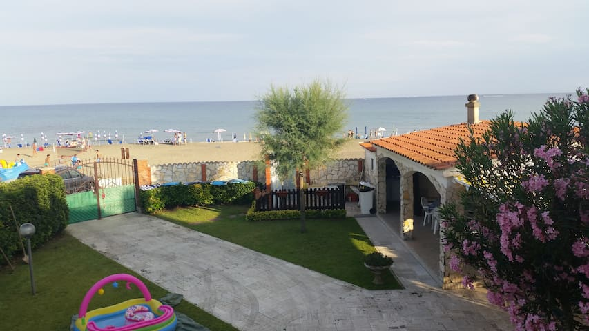 Apartment in villa on the beach - Terracina - Daire