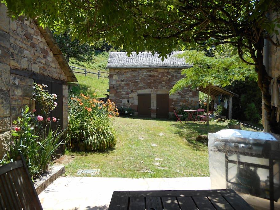 Terrasse maison et vue sur la maisonette