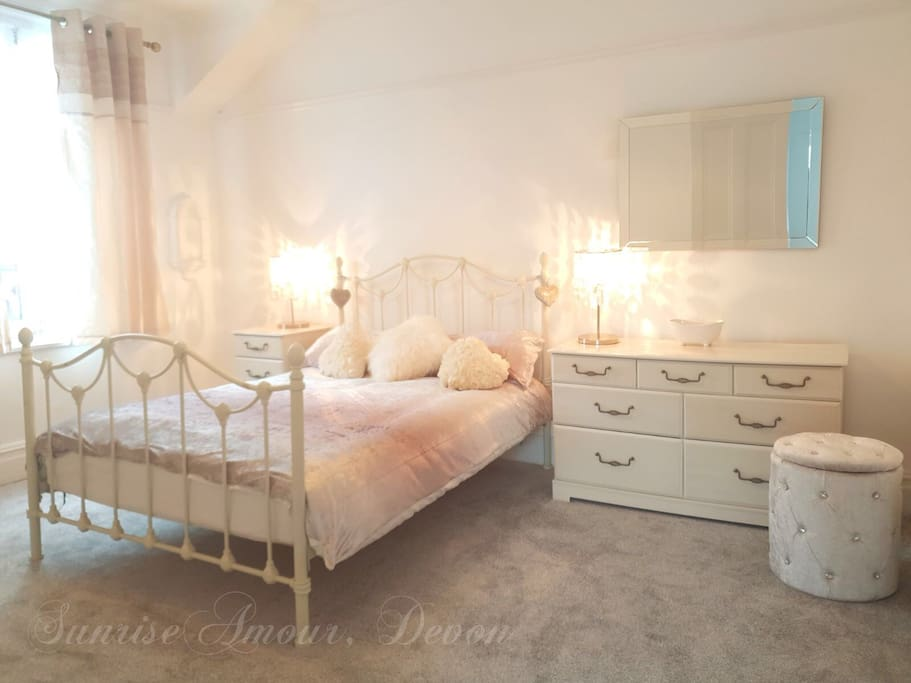 Queen size room. Bedroom decorated in champagne ombré crush velvets with ivory soft furnishes & white linens.