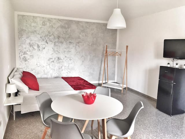 Red Tower Venice-2 mins from VCE Airport-free Wifi