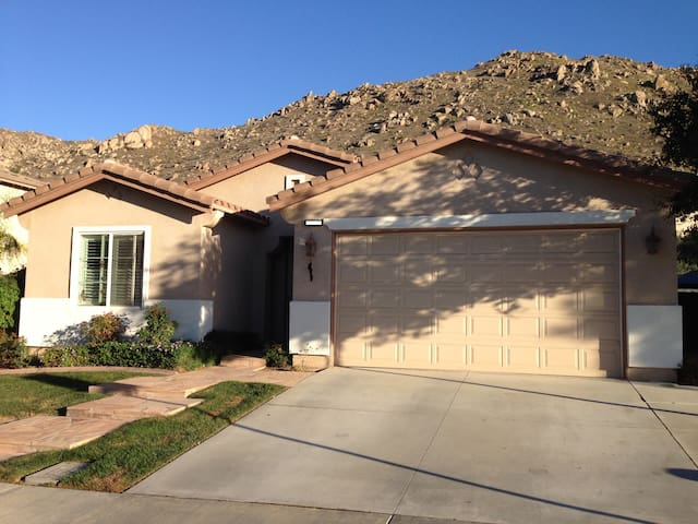 Private Room close to RUHS - Moreno Valley - Casa