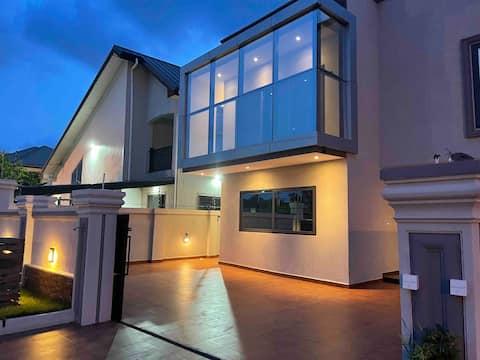 Modern Villa in 3 bedrooms plus free parking.
