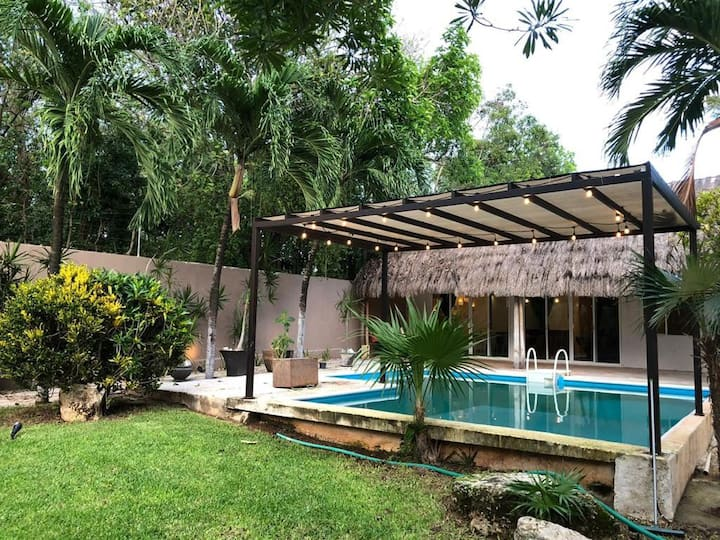 BEAUTIFUL 2 BR HOUSE W/PRIVATE POOL