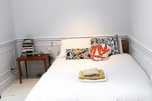 Listing for room:  https://fr.airbnb.ca/rooms/27457020?preview_for_ml
