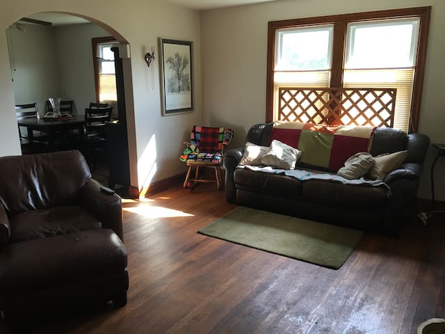Simple basement full sized bed - Temple Hills