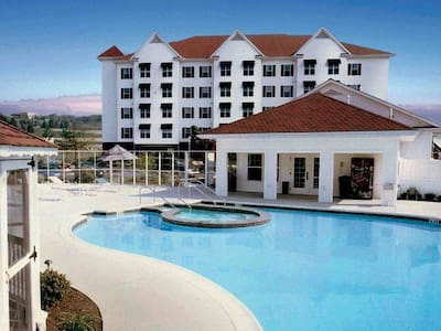 Luxury Vacation Villas at the Suites at Hershey - Hershey
