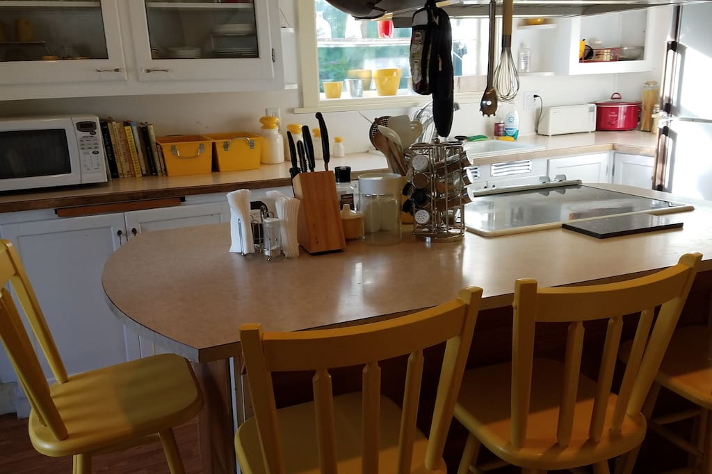 Kitchen with Island seating for 4.