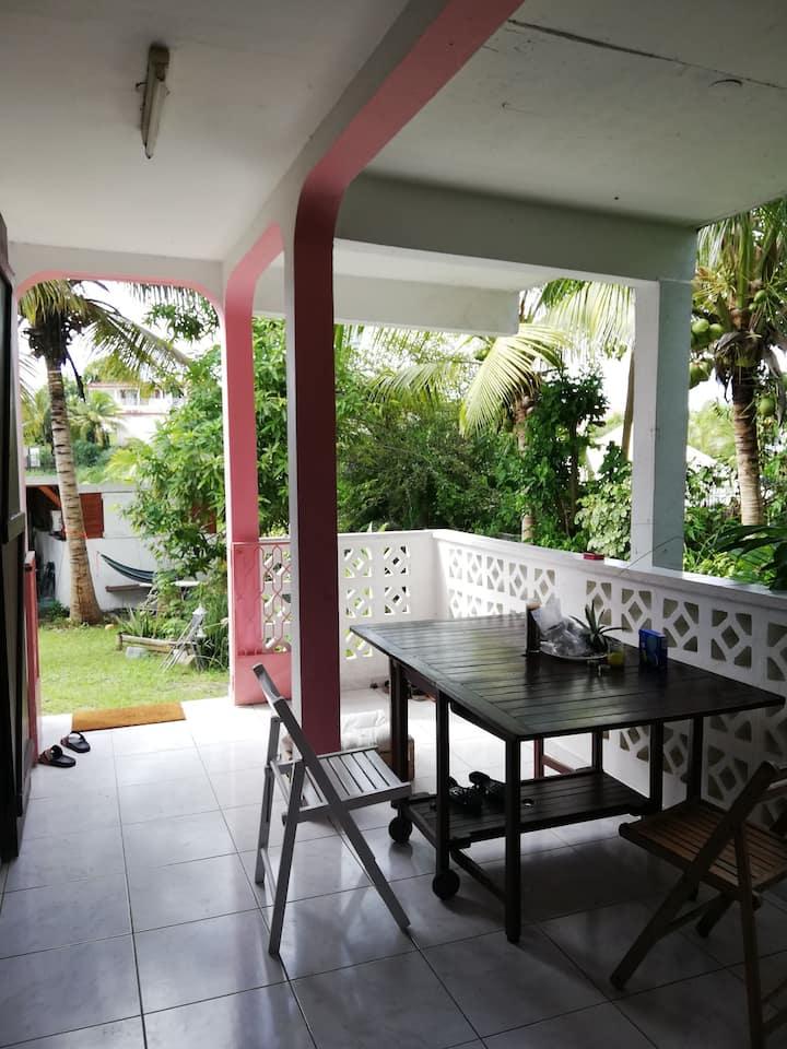 Chambre privée et climatisée dans un Rez de Villa
