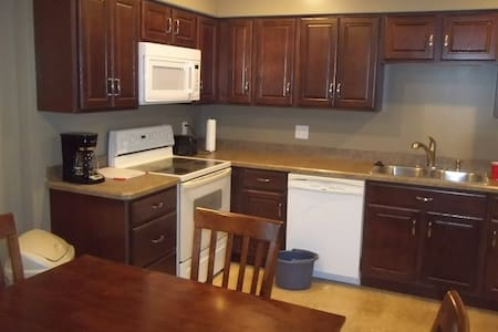 Suite Hideaway - secluded one bedroom apartment - Grove City