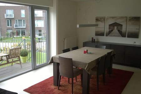 Cosy 3 BD apartment with parking