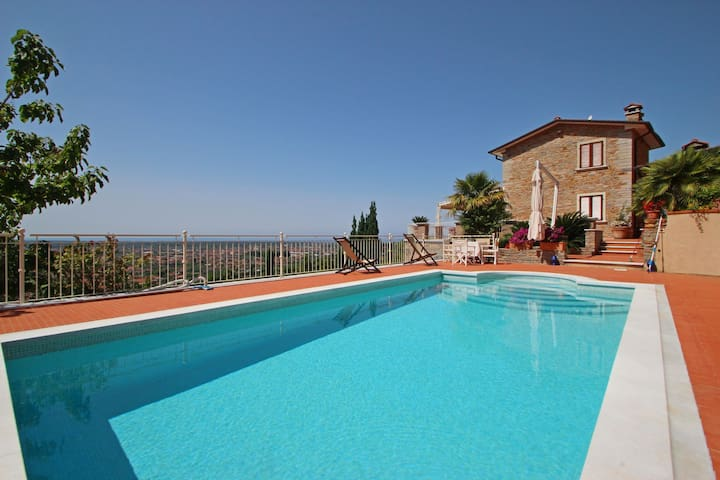 Villa for 9 People, Private Pool, Sea view, A/C, Whirlpool, SAT, WIFI, near Forte dei Marmi