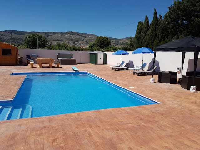Alicante Country Retreat Bed & Breakfast for 4