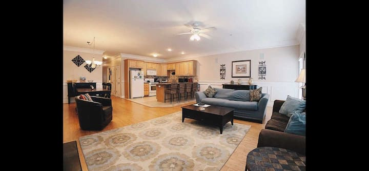 3 Bdrm Allergy Friendly, beautiful condo!