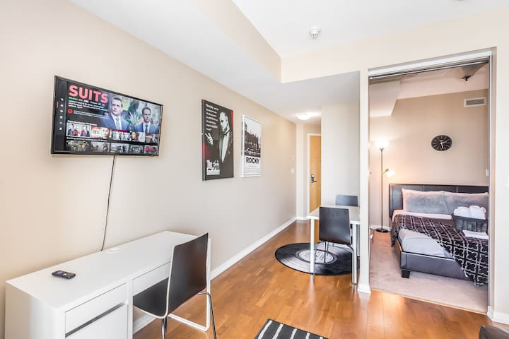 NEW❣❣Hollywood Condo near ScotiaArena & CN Tower