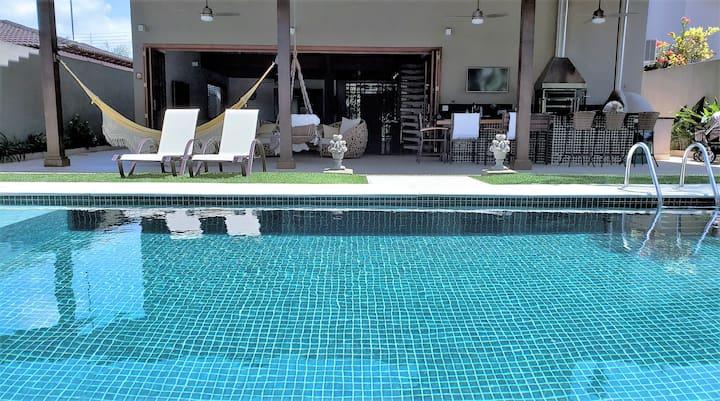 Casa alto padrão Jardim Acapulco piscina aquecida