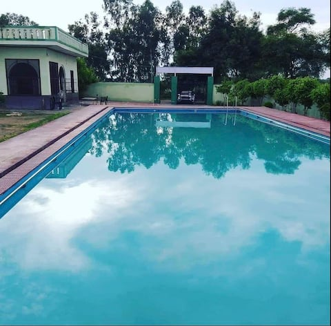 Party Farmhouse with pool,open theatre and DJ