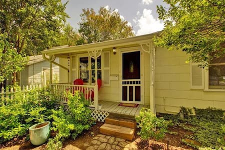 Walkable Cherrywood Home near UT and downtown - Austin - Casa