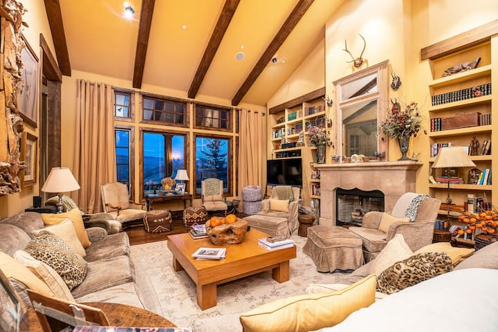 Enchanting Escape: Vail Villa w/ BBQ, DVD player, Access to Club (Golf, Indoor Pool, Spa, Daycare)