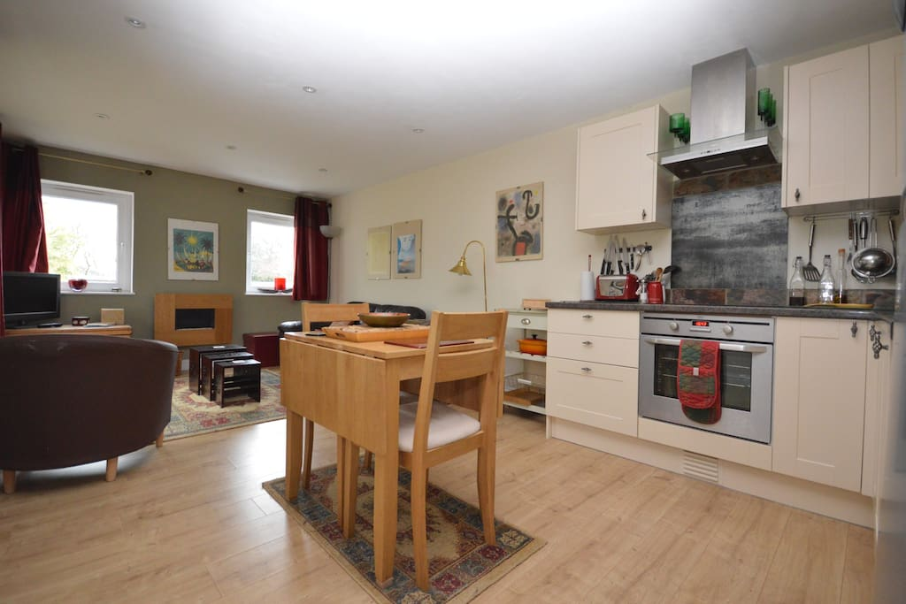 Separate kitchen with oven, hob, diswasher, fridge, dining room table and chairs