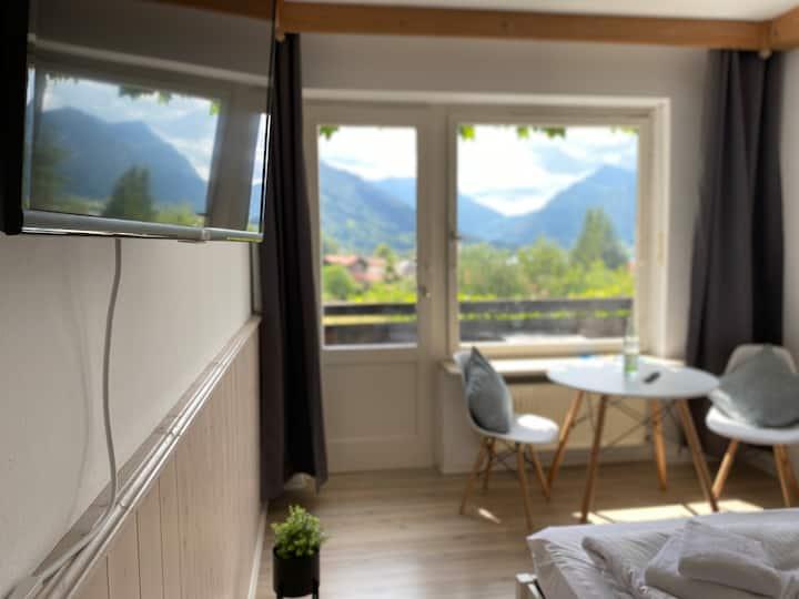 [Kontaktlos] DZ für 2 mit Balkon, TV & Blick