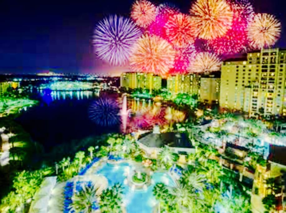 Bonnet Creek is located so close to Disney world, that you can see fireworks from the resort. The resort offers a room to view these amazing fireworks, and you can see some fireworks from the pools.