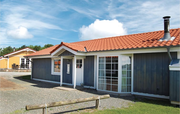 Holiday cottage with 4 bedrooms on 98 m² F08905