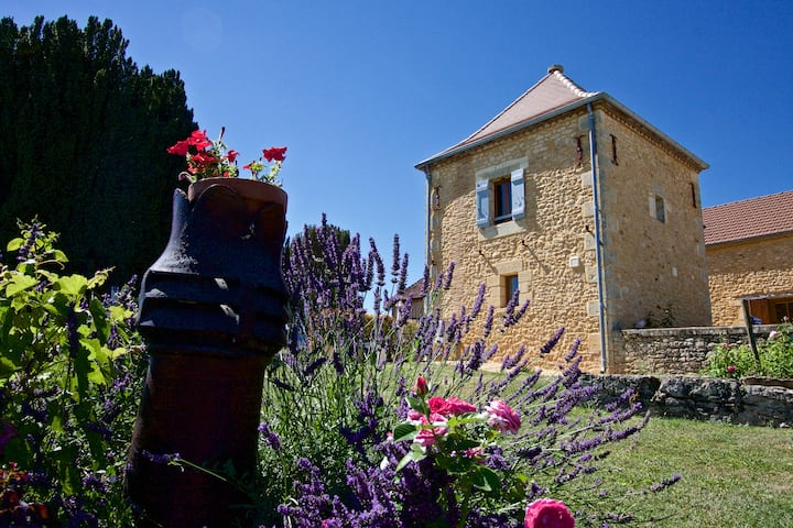 Le Pigeonnier, stunning views and private pool