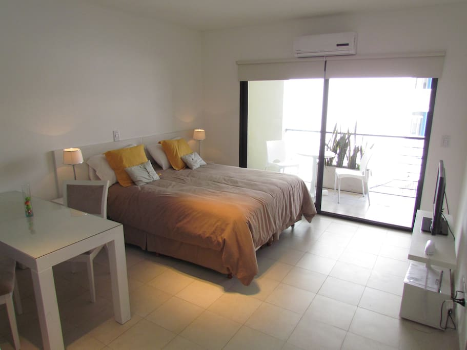 Bedroom with queen size bed (option to separate and have two twins) 32¨ LCD TV with Cable. AC (hot and cold) Internet  Wi-Fi