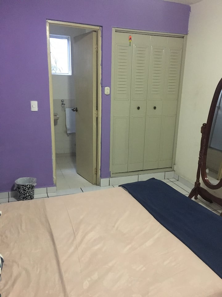 Habitación doble y baño privado en Colonia Escalón
