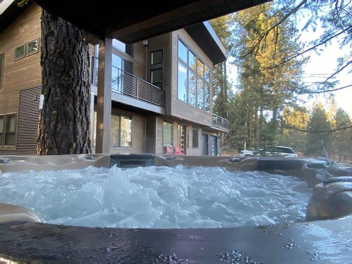 Luxury Lake View Home, Hot Tub, 5 Mins To Tamarack