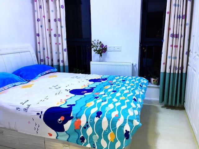 暖气房!正对楚河汉街,邻地铁2号线,滨江豪宅大床房 - Wuhan