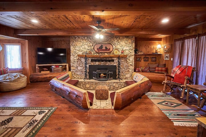 Bass Lake`s Funky Butt Cabin! Indoor firepit, horseshoes, swingset