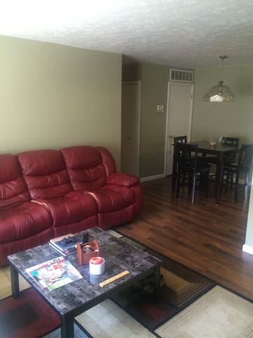 Cozy 2 Bedroom 1 Bath Condo - Rocky River - Kondominium
